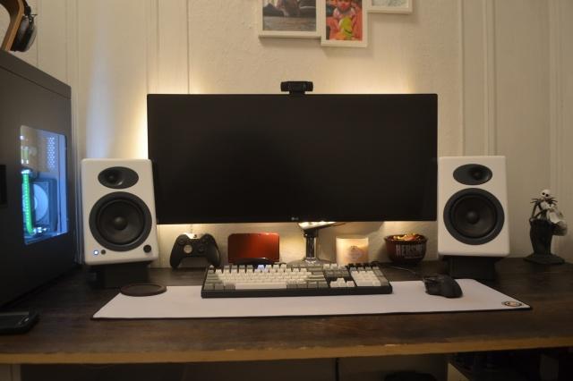 PC_Desk_UltlaWideMonitor10_43.jpg
