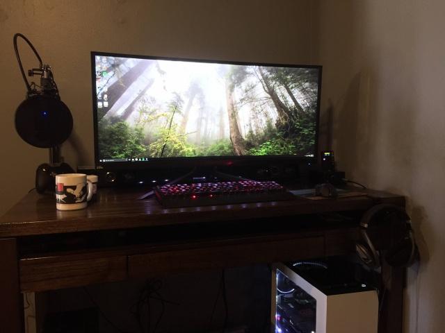 PC_Desk_UltlaWideMonitor10_45.jpg