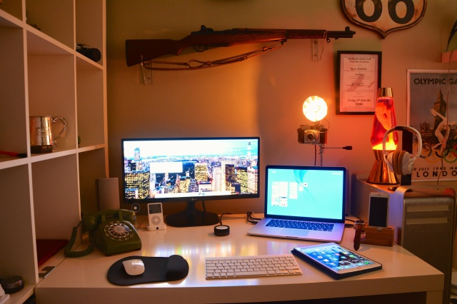 PC_Desk_UltlaWideMonitor10_61.jpg