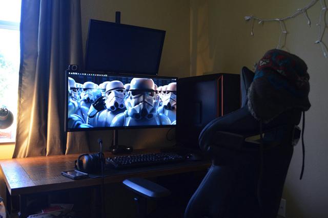 PC_Desk_UltlaWideMonitor10_65.jpg