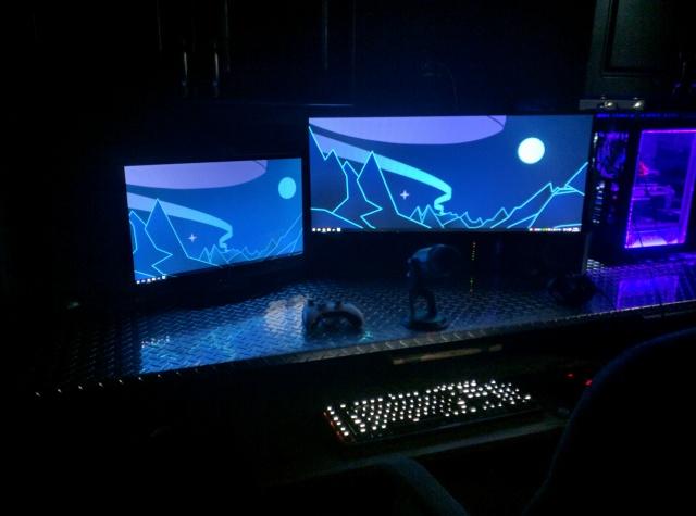 PC_Desk_UltlaWideMonitor10_68.jpg
