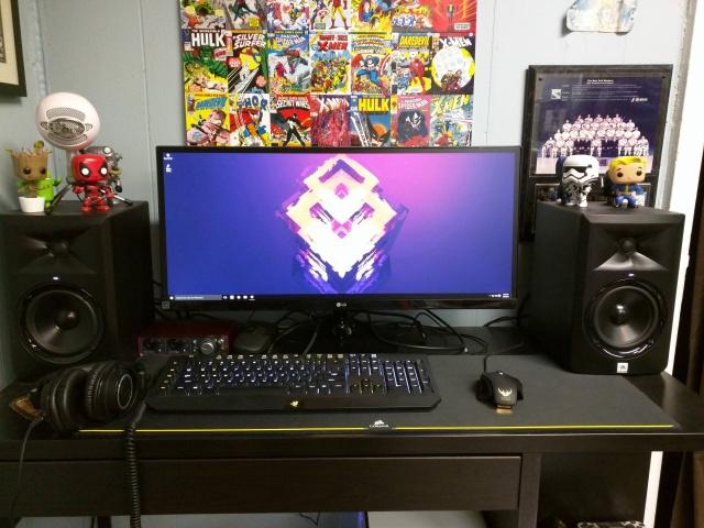 PC_Desk_UltlaWideMonitor10_74.jpg