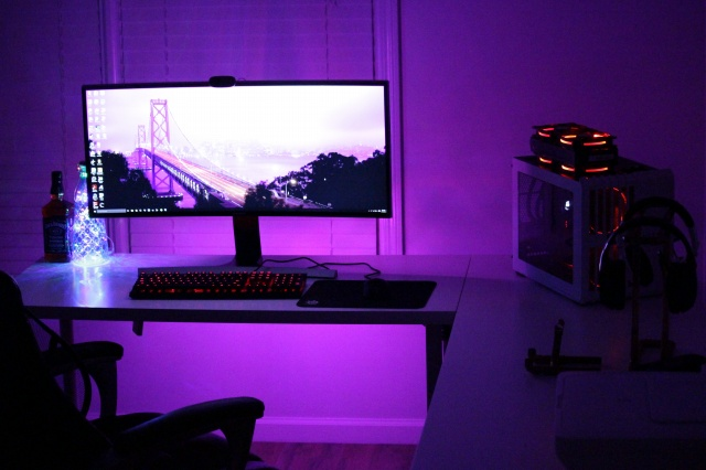 PC_Desk_UltlaWideMonitor10_80.jpg