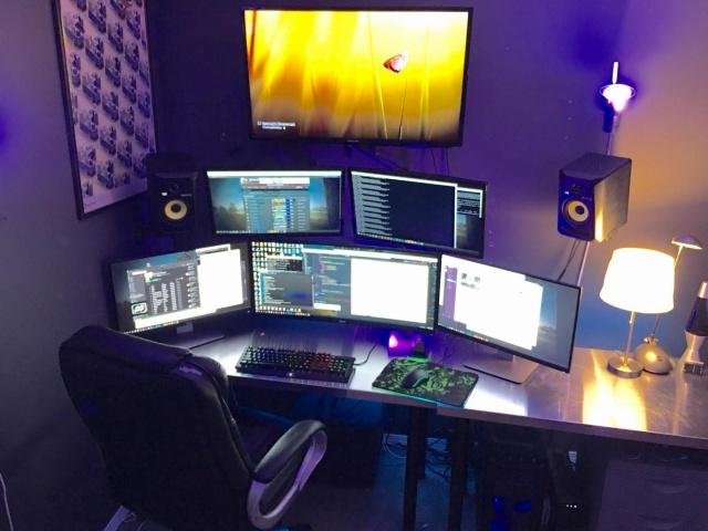 PC_Desk_UltlaWideMonitor10_90.jpg