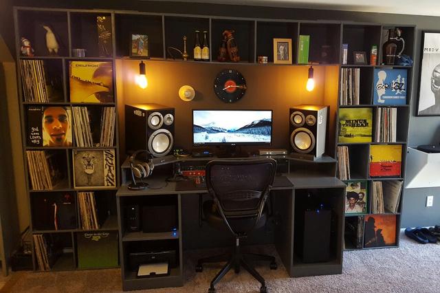 PC_Desk_UltlaWideMonitor10_98.jpg