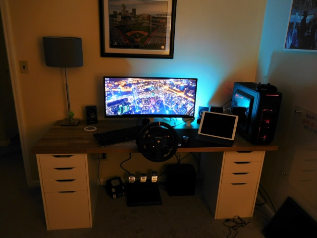 PC_Desk_UltlaWideMonitor11_05.jpg