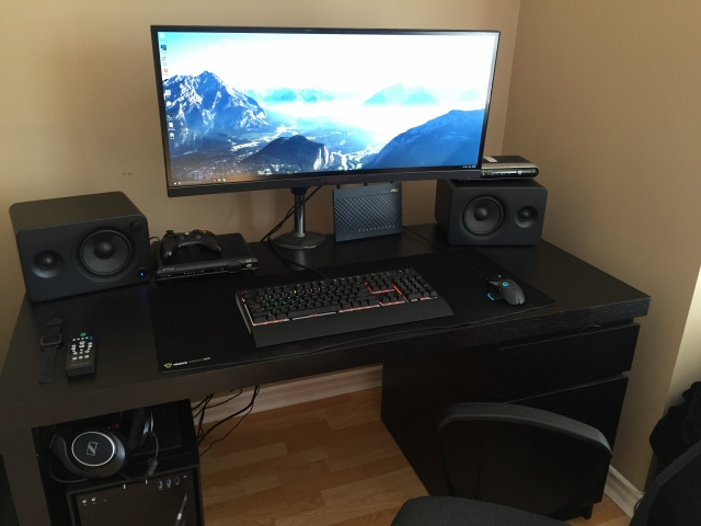 PC_Desk_UltlaWideMonitor11_08.jpg