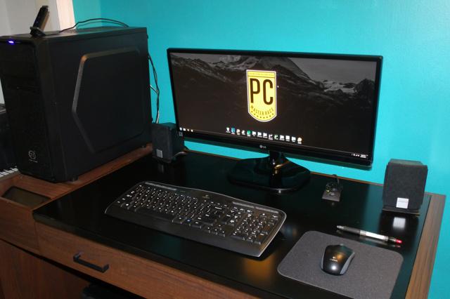 PC_Desk_UltlaWideMonitor11_09.jpg