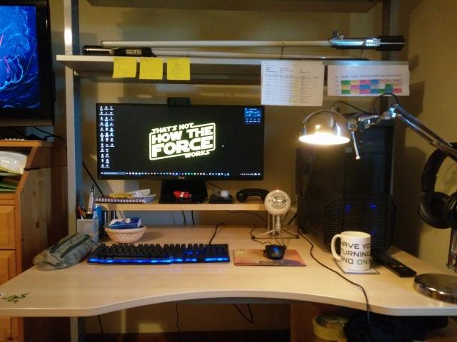 PC_Desk_UltlaWideMonitor11_16.jpg