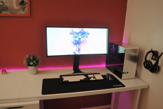 PC_Desk_UltlaWideMonitor11_18.jpg