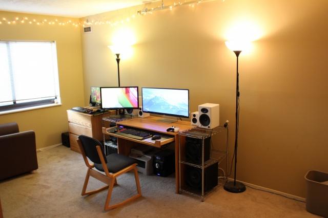 PC_Desk_UltlaWideMonitor11_21.jpg
