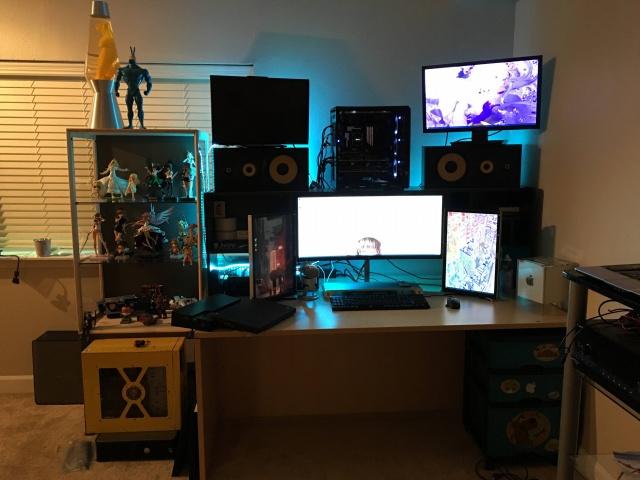 PC_Desk_UltlaWideMonitor11_27.jpg