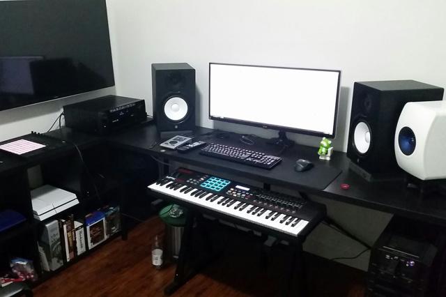 PC_Desk_UltlaWideMonitor11_30.jpg