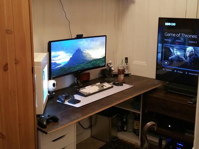 PC_Desk_UltlaWideMonitor11_32.jpg