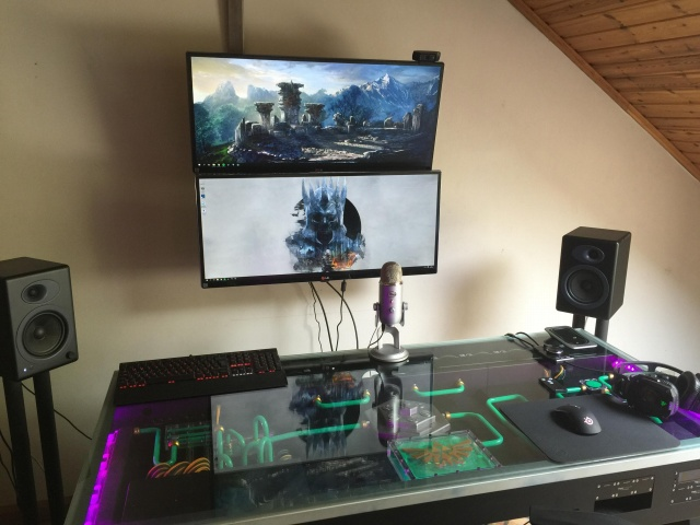 PC_Desk_UltlaWideMonitor11_33.jpg