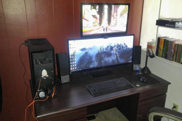 PC_Desk_UltlaWideMonitor11_34.jpg