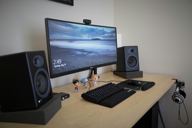 PC_Desk_UltlaWideMonitor11_40.jpg