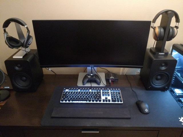PC_Desk_UltlaWideMonitor11_41.jpg