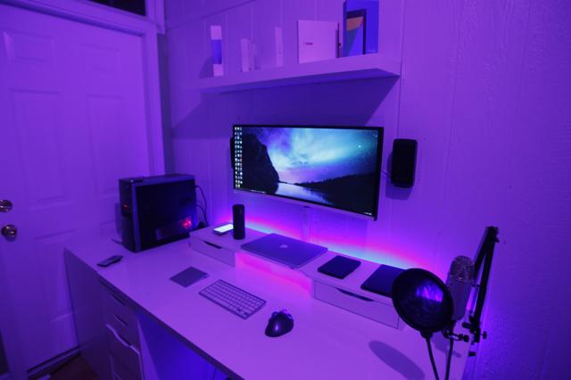 PC_Desk_UltlaWideMonitor11_43.jpg