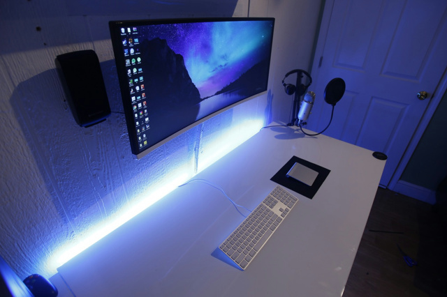 PC_Desk_UltlaWideMonitor11_46.jpg