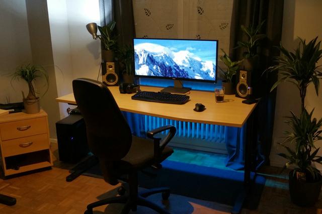 PC_Desk_UltlaWideMonitor11_51.jpg