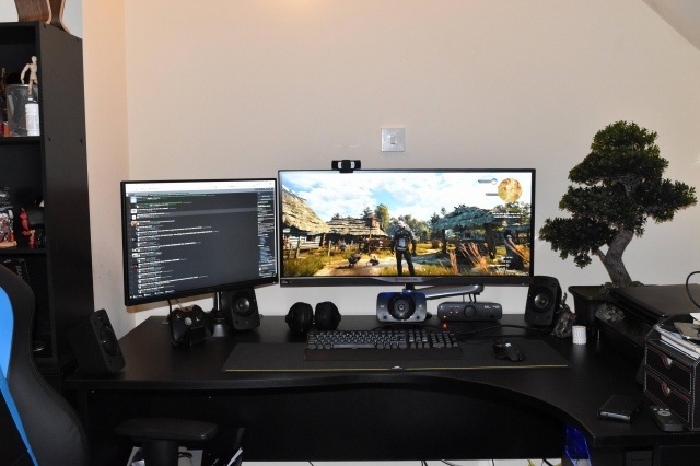 PC_Desk_UltlaWideMonitor11_54.jpg