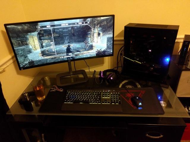 PC_Desk_UltlaWideMonitor11_90.jpg
