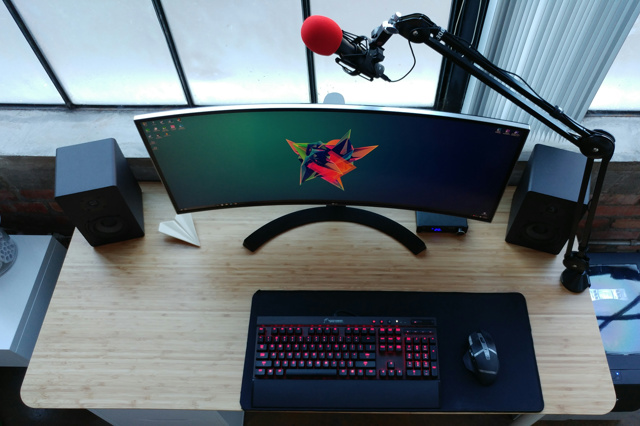 PC_Desk_UltlaWideMonitor11_97.jpg