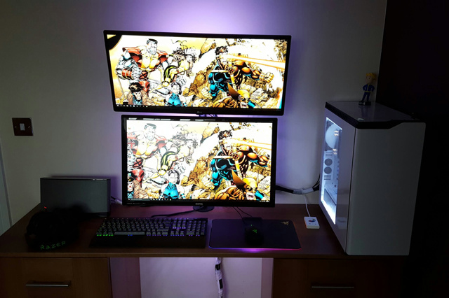 PC_Desk_UltlaWideMonitor12_09.jpg