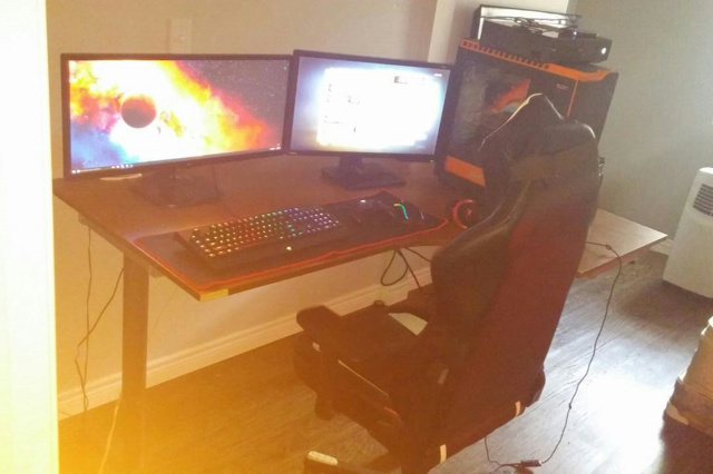 PC_Desk_UltlaWideMonitor12_12.jpg