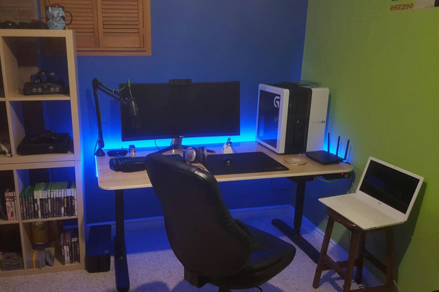 PC_Desk_UltlaWideMonitor12_83.jpg