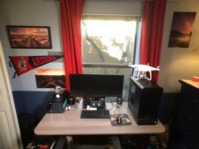 PC_Desk_UltlaWideMonitor13_04.jpg