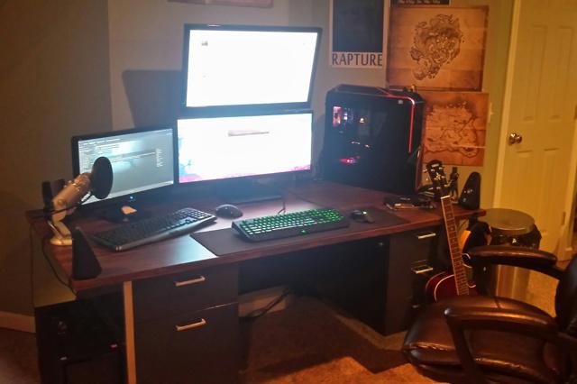 PC_Desk_UltlaWideMonitor13_16.jpg