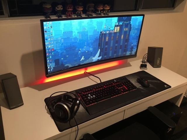 PC_Desk_UltlaWideMonitor13_17.jpg