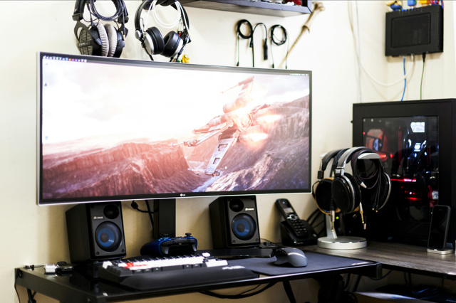 PC_Desk_UltlaWideMonitor13_37.jpg
