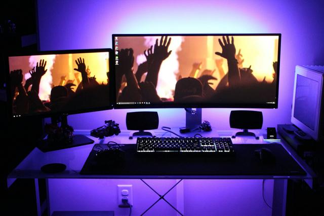 PC_Desk_UltlaWideMonitor13_41.jpg