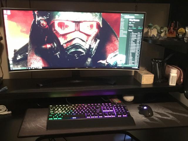 PC_Desk_UltlaWideMonitor13_67.jpg