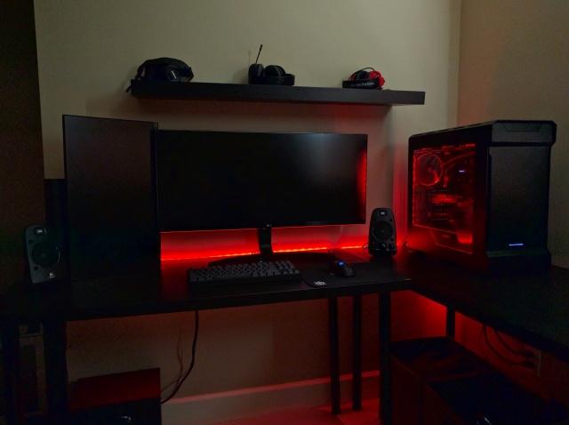 PC_Desk_UltlaWideMonitor13_68.jpg