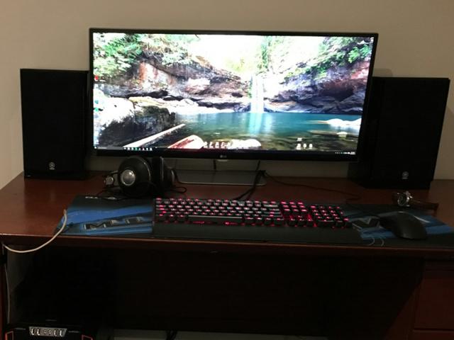 PC_Desk_UltlaWideMonitor13_70.jpg