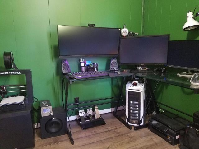 PC_Desk_UltlaWideMonitor13_87.jpg