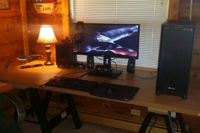 PC_Desk_UltlaWideMonitor13_94.jpg