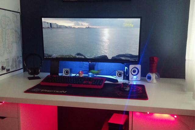 PC_Desk_UltlaWideMonitor13_99.jpg