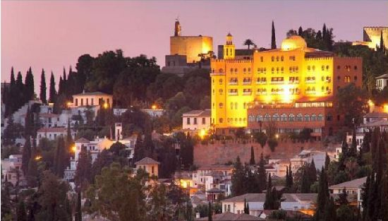 市街からみたアルハンブラパレス